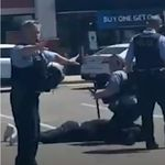 미국 경찰이 또 흑인의 목을 눌러 체포하는 모습이 찍혔다