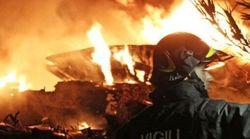 A Lampedusa incendiati i barconi, la Procura