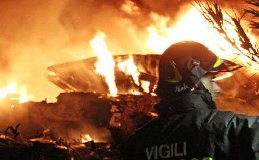A Lampedusa incendiati i barconi, la Procura indaga