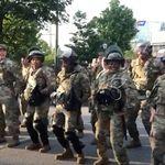 La canción española que baila la Guardia Nacional de EEUU para rebajar la tensión ante las