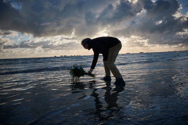 76 anni fa lo sbarco in Normandia: per la prima volta niente veterani sulla spiaggia per