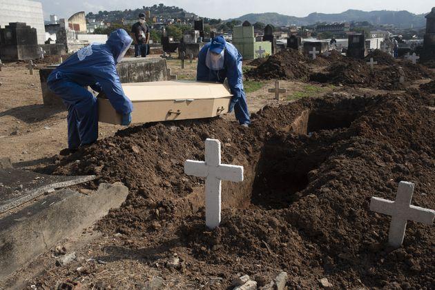 Brasil tem 672 mil casos e quase 36 mil mortes por