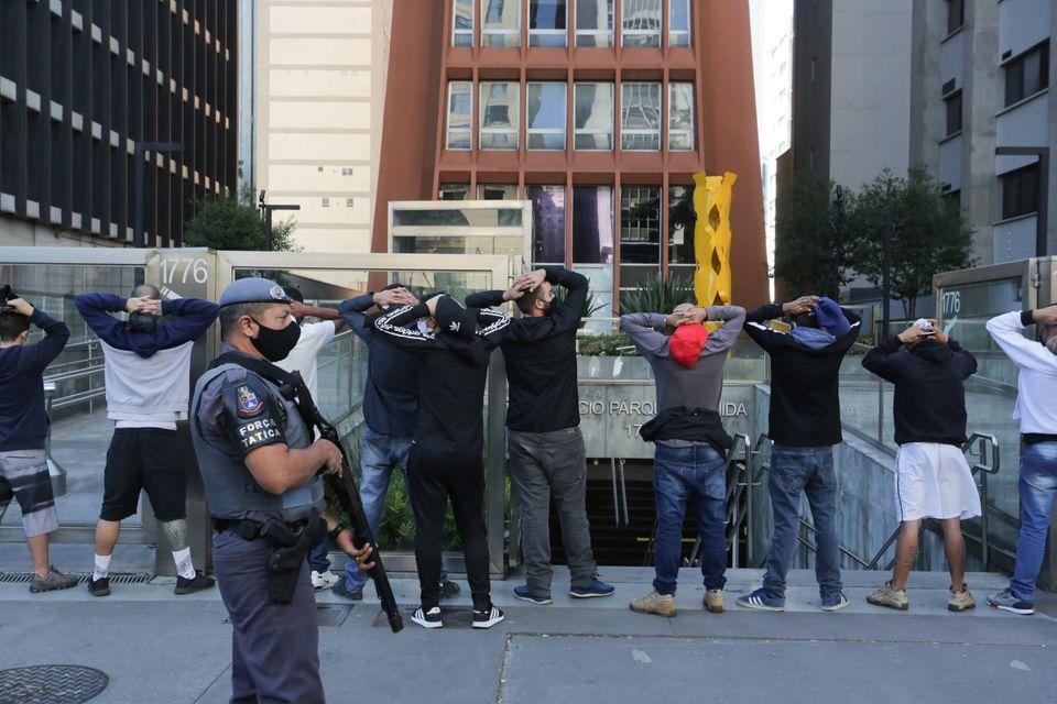 Para o cientista polícia Cláudio Couto, há tratamento partidário na