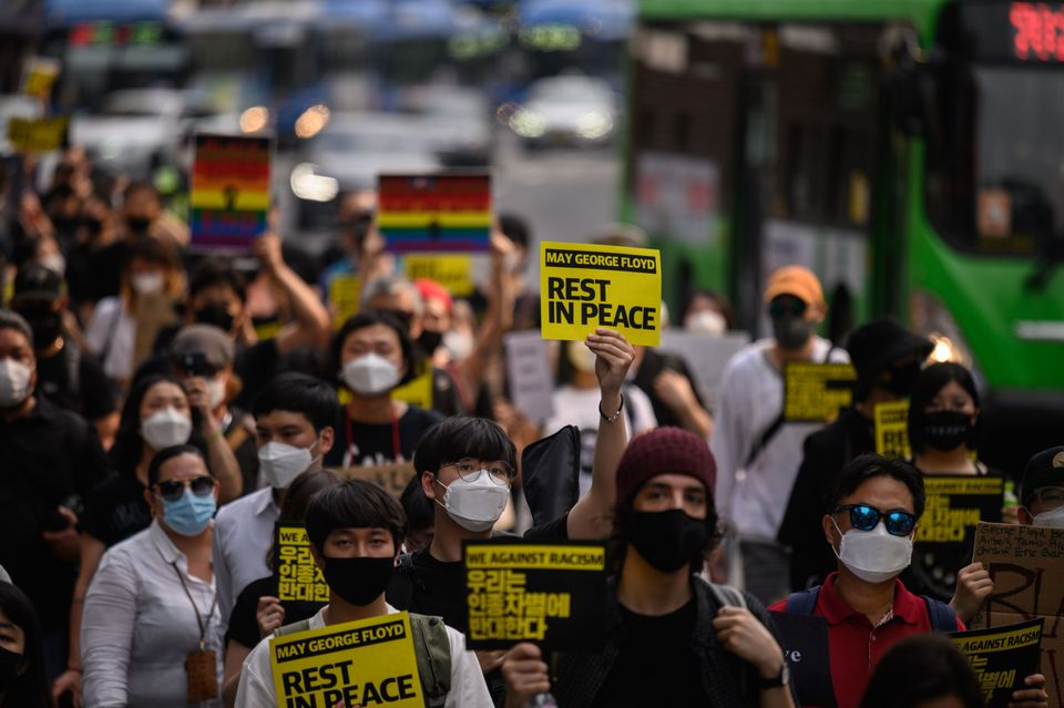 Estas são algumas imagens das manifestações antirracistas no mundo neste