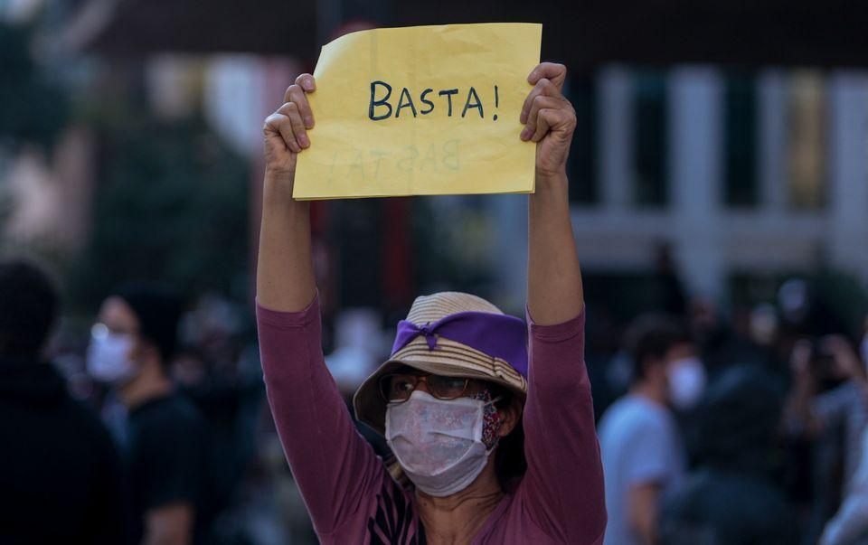 Tathiana Chicarino diz que o contexto atual difere do de 1964 pelo apoio de setores empresariais e parte...