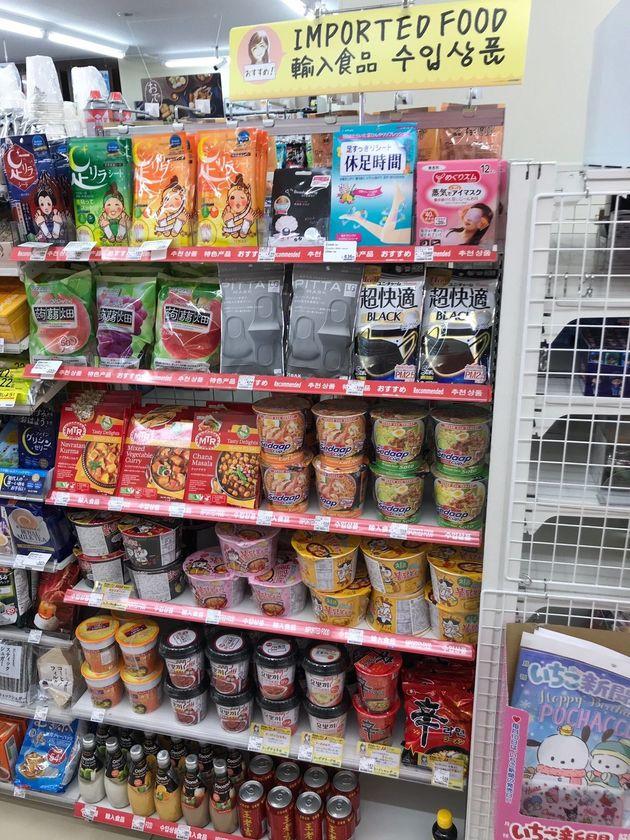 輸入食品が陳列されている棚(「新宿靖国通店」で2020年1月撮影)