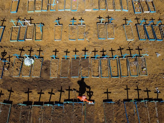 Imagem aérea mostra o cemitério Nossa Senhora Aparecida, no bairro de Taruma, na cidade...