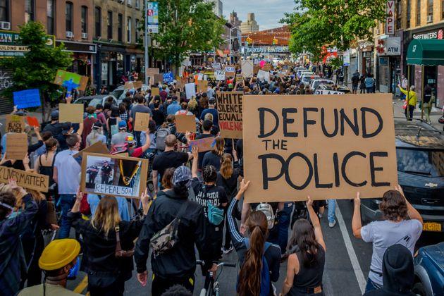 Après la mort de George Floyd, Minneapolis annonce supprimer sa police (manifestation à...