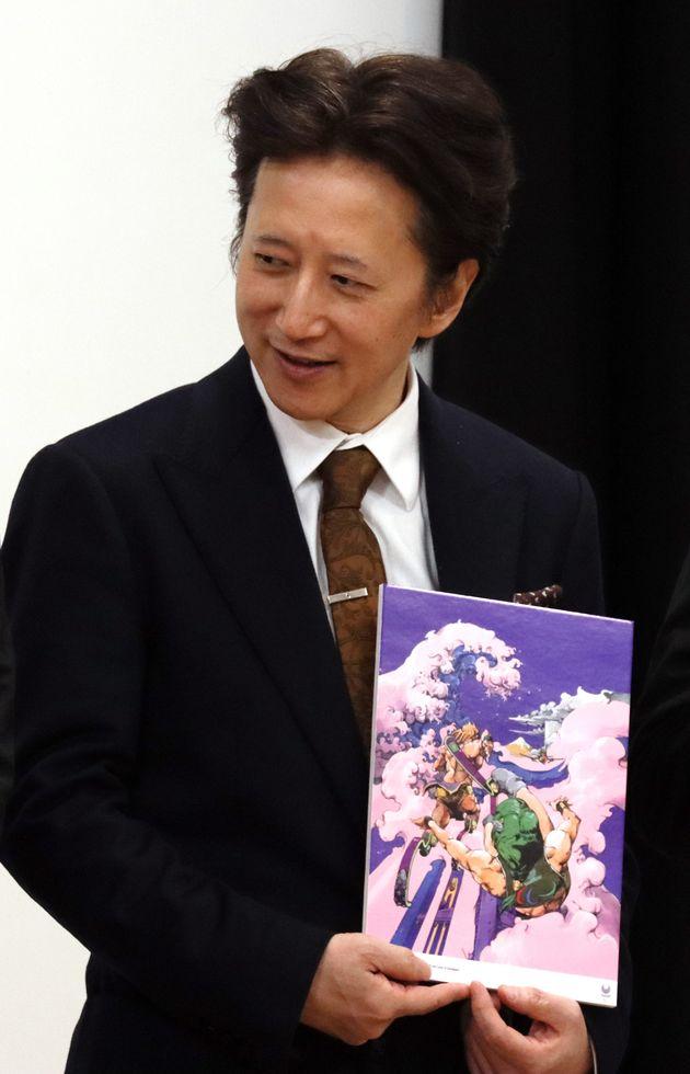 「東京 2020 公式アートポスター展」のオープニングセレモニーに登壇した、漫画家の荒木飛呂彦さん(東京都江東区の東京都現代美術館)