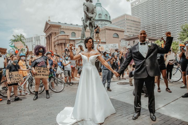 "<a href=""https://www.lindamcqueenphotography.com/"" target=""_blank"" rel=""noopener noreferrer"">Photographer Linda McQueen</a> captured this moment of the couple raising their fists in the heart of the downtown Philadelphia protest.&nbsp;"