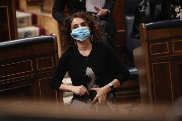 La ministra de Hacienda, María Jesús Montero, durante una sesión de control al