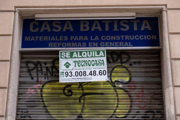 Una tienda cerrada y cuyo local se ha puesto en