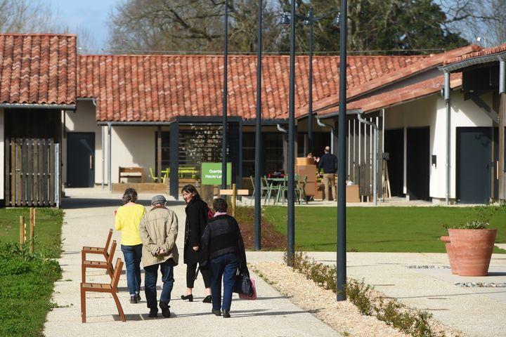 Le premier Village Alzheimer, unique en France, ouvre ses portes