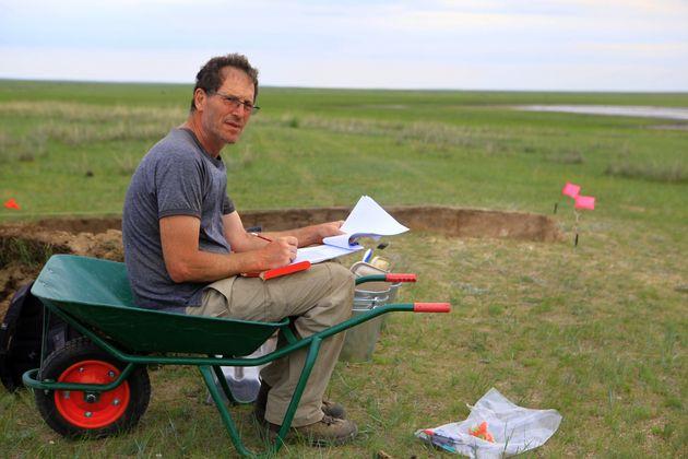 L'archéologue Gideon Shelach-Lavi cartographie le segment nord de la Grande Muraille de Chine dans la...