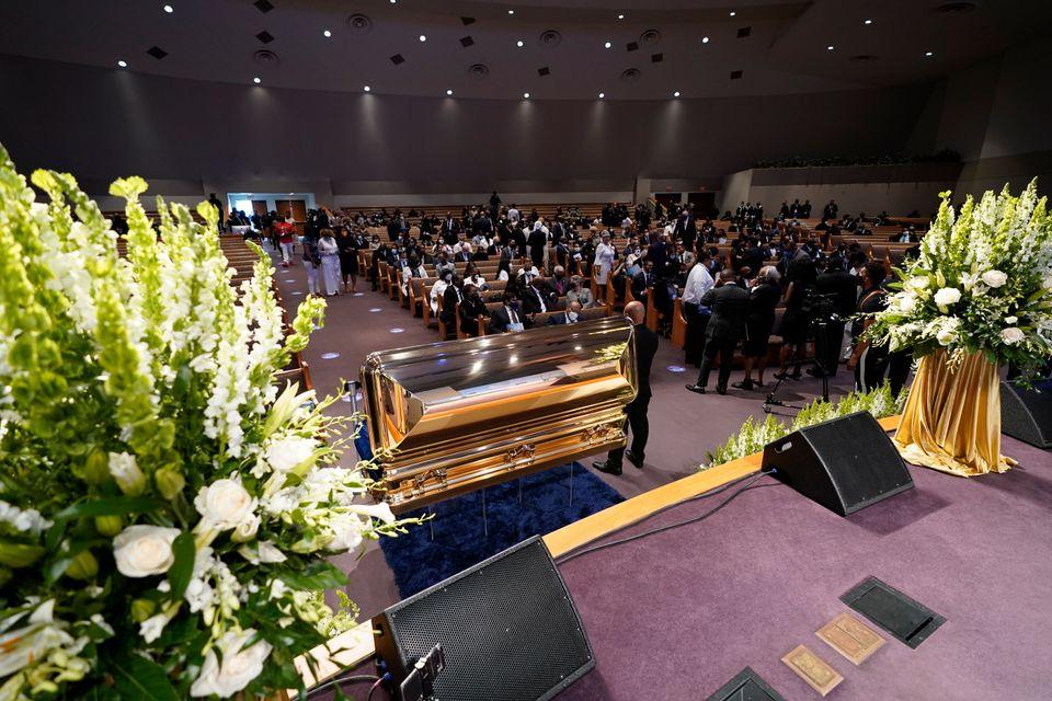 Η ανθρωπότητα αποχαιρετά τον Τζορτζ Φλόιντ – Βαθιά συγκίνηση στην κηδεία