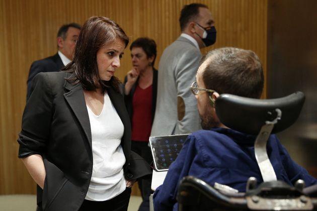 La portavoz del PSOE en el Congreso, Adriana Lastra, junto al portavoz de Podemos, Pablo Echenique, el...