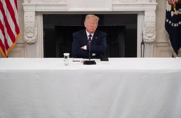 Τραμπ: Η μεγαλύτερη καθίζηση ποσοστών εν ενεργεία προέδρου από το
