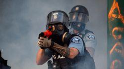 アメリカの警察はなぜ軍事化しているのか。デモ参加者に暴力を振るう背景にあるもの