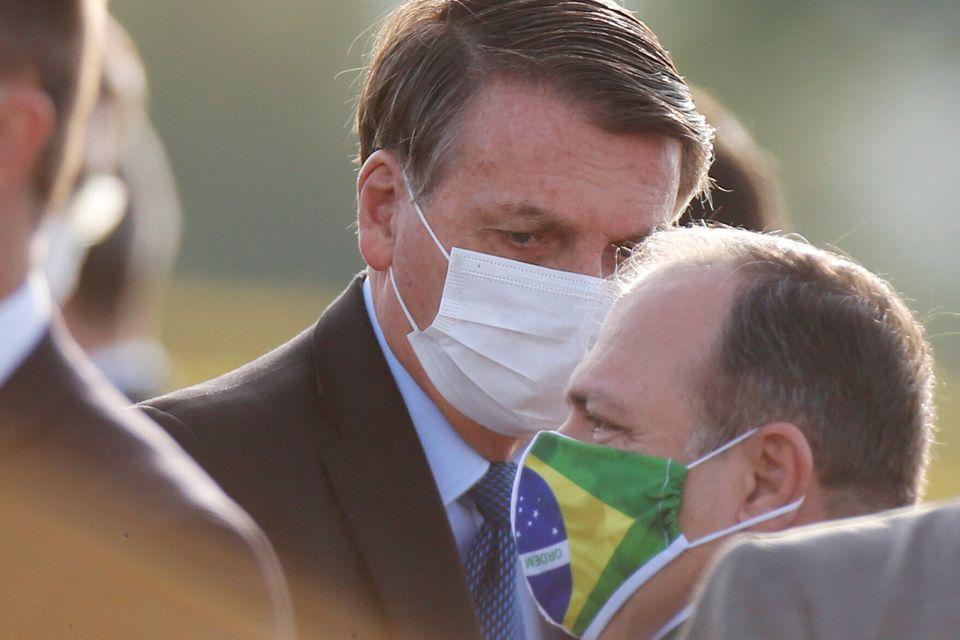 Presidente Jair Bolsonaro e seu ministro interino da Saúde, general