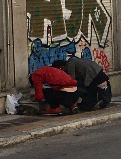 Σκληρές εικόνες στο κέντρο της Αθήνας: Ασύδοτο εμπόριο