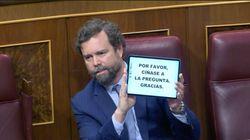 Montero pregunta a PP y Vox a qué huelen las mujeres mientras Espinosa de los Monteros vuelve a enseñarle este
