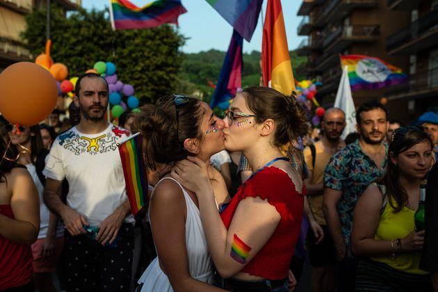 La Cei contro una nuova legge sull'omofobia: