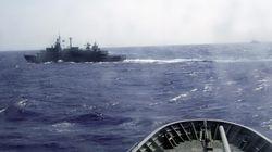 Ελληνική φρεγάτα παρακολουθεί πλοίο ύποπτο για μεταφορά όπλων στη Λιβύη που συνοδεύουν τουρκικά