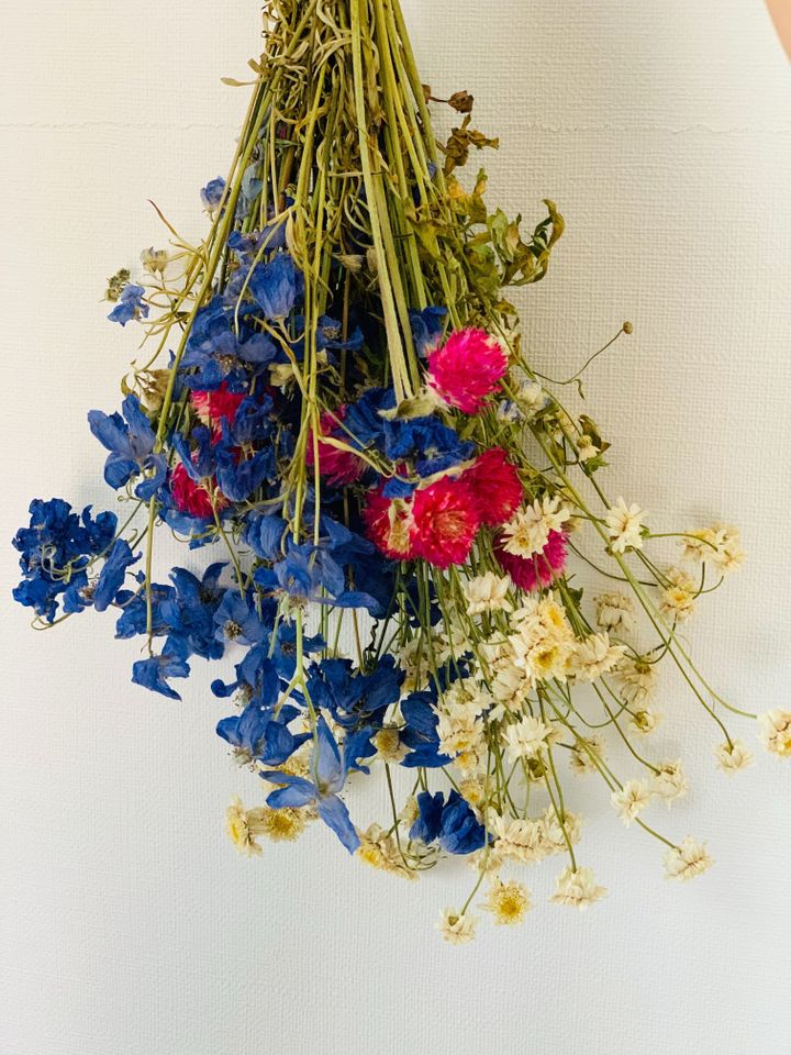 水替えを忘れてお花が乾燥してきたデルフィニウムは、思い切ってそのまま放置したらドライフラワーに