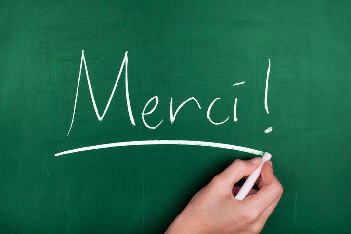 Des milliers de français, parents d'élèves, collègues et amis, remercient les enseignants pour leur travail durant la crise sanitaire via le hashtag #MerciLesProfs sur Twitter.