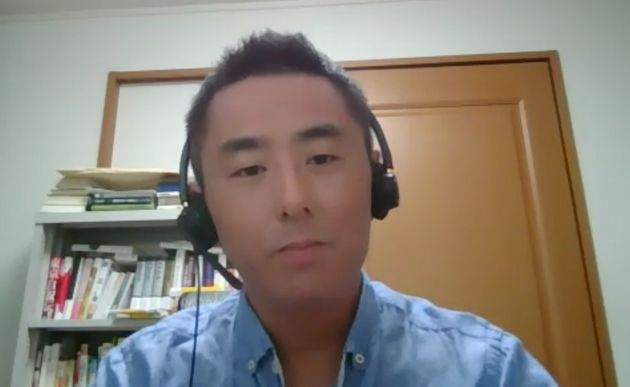 オンラインで取材を受ける中島岳志教授
