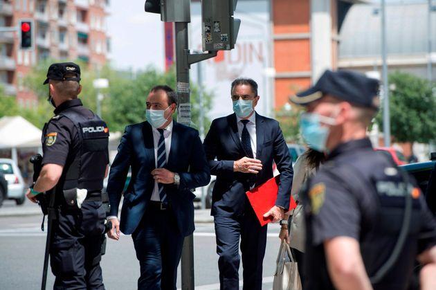 El delegado del Gobierno en Madrid, José Manuel Franco (c dcha), llega a los Juzgados para declarar este