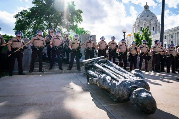 ΗΠΑ: Την απομάκρυνση 11 αγαλμάτων ζήτησε η
