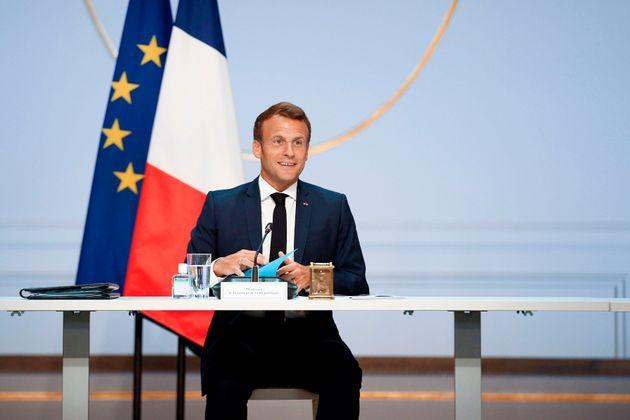 Macron prova a rianimare (a parole) la Francia, debolissima nella crisi