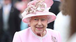 Η βασίλισσα Ελισάβετ έγραψε ιστορία συμμετέχοντας στην πρώτη της δημόσια