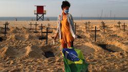 Tumbas en la playa como protesta contra Jair