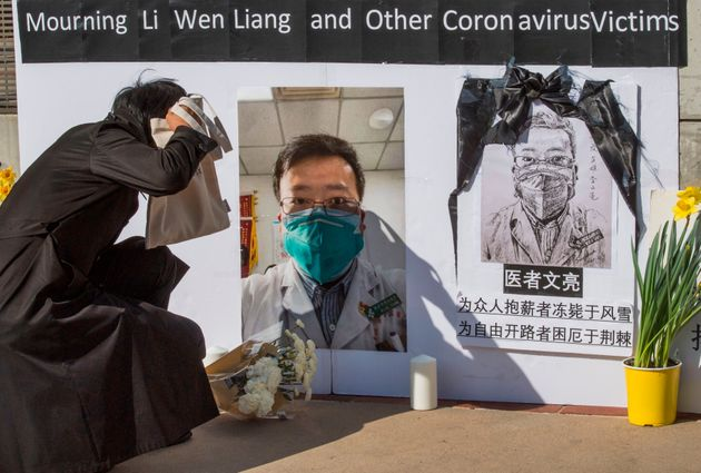 중국 우한에서 처음으로 코로나19에 대해 경고했지만 이 바이러스에 감염돼 숨진 의사