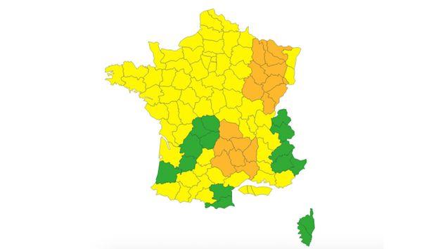 En raison d'épisodes pluvieux et orageux, Météo France a placé dix-sept départements en vigilance orange...