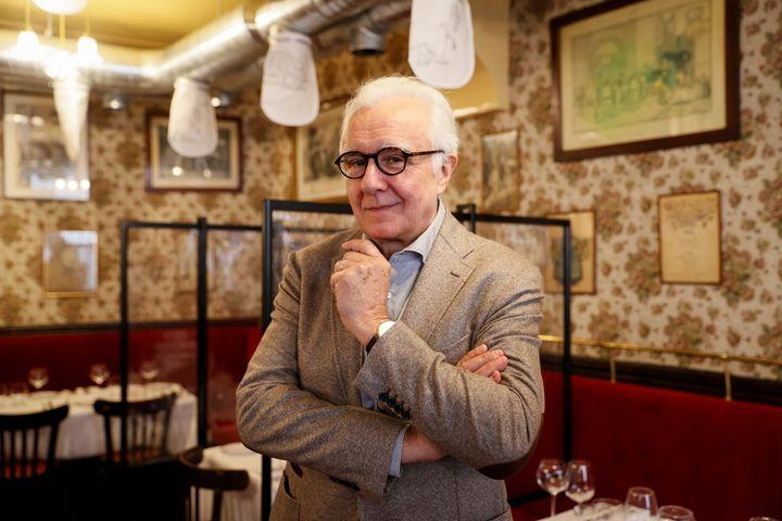 Le chef étoilé Alain Ducasse pose dans son bistrot parisien Allard, équipé du système d'épuration d'air. L'objectif est de pouvoir réduire la distanciation entre les clients nécessaire pour éviter la propagation du coronavirus.