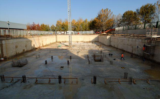 costruzione di fondamenta, per grande edificio condominiale e platea con struttura in ferro per colonne