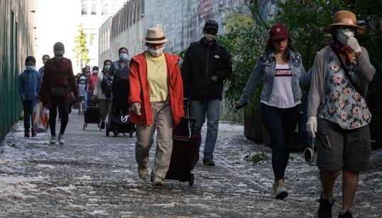 Ουρά 1,5 χλμ. για δωρεάν φαγητό σε μια από τις πλουσιότερες πόλεις του