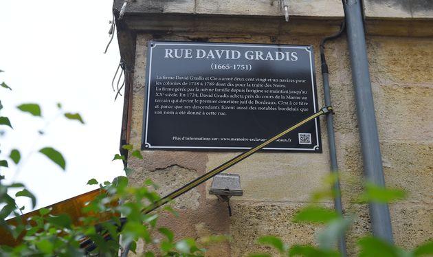 Une plaque apposée dans la rue David-Gradis à Bordeaux ce 11