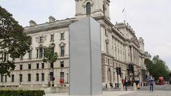 Impacchettata la statua di Churchill per paura di nuovi assalti. Ira di