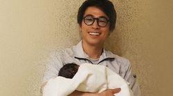 第2子誕生の田村淳さん、赤ちゃんとの2ショット公開。「支え合いながら、生きていきます」と決意をつづる
