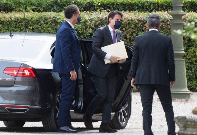 Il presidente del Consiglio, Giuseppe Conte, al suo arrivo agli stati generali a Villa Pamphili a Roma,...