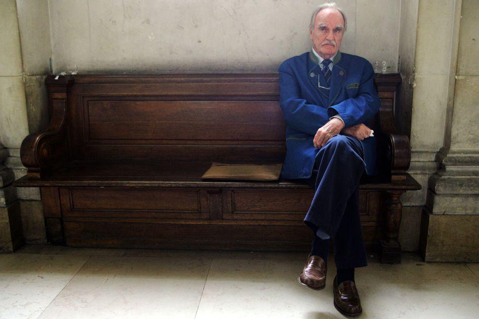 """L'écrivain royaliste, Jean Raspail, auteur notamment du sulfureux """"Le camp des saints"""", un roman imaginant avec effroi l'arrivée d'un million de migrants sur laCôte d'Azur, est décédé à quelques jours de son 95e anniversaire.> Lire notre article complet en cliquant ici"""