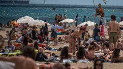 El enfado de un prestigioso fotógrafo español por lo que ha visto en una playa de Barcelona en plena