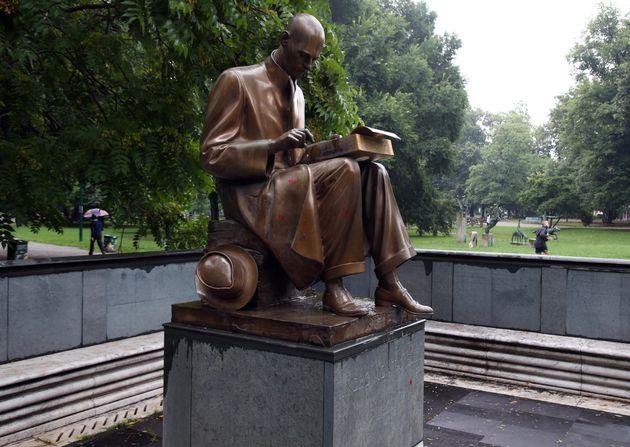 Imbrattata la statua di Montanelli a