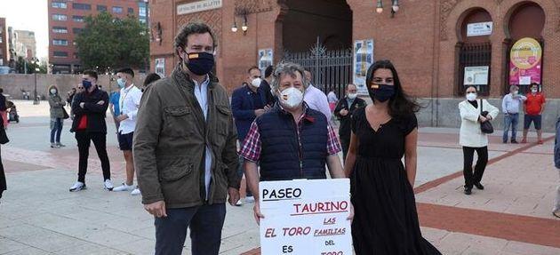 Iván Espinosa de los Monteros y Rocío Monasterio (Vox) apoyando los