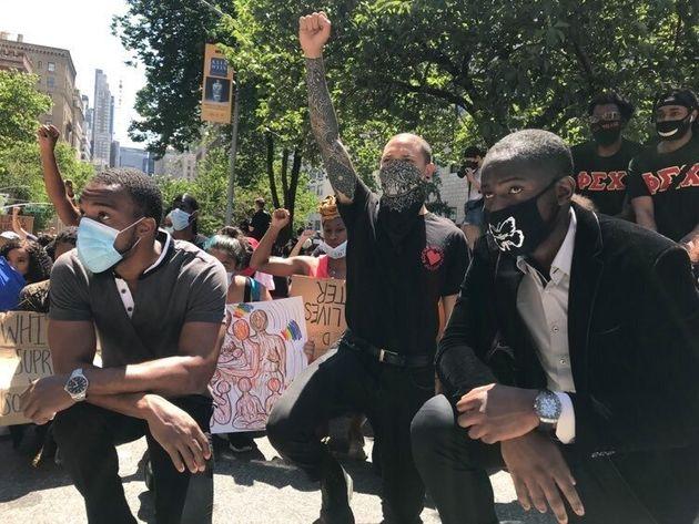 昼も、夜も。街には多くの人たちがあふれ、連日声をあげている。キーワードは「 Black Lives