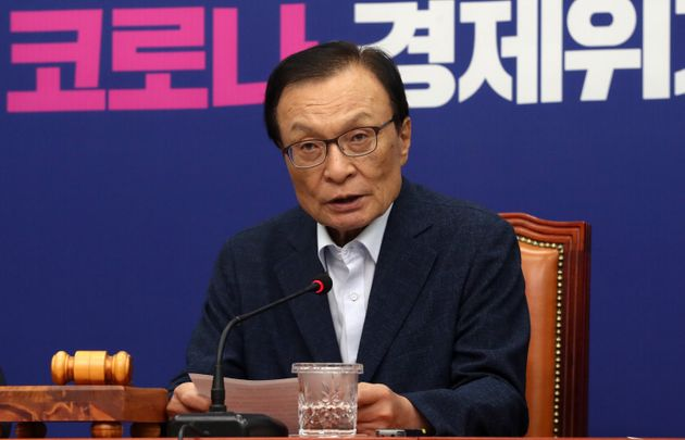 이해찬 더불어민주당 대표가 15일 오전 서울 여의도 국회에서 열린 최고위원회의에서 모두발언을 하고
